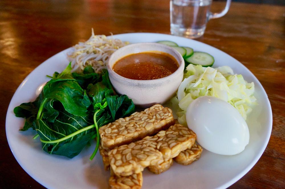 Balinese vegetarian meal : gado-gado